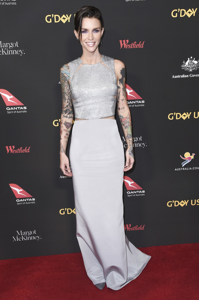 gala g'day alfombra roja red carpet look estilismo outfit Ruby Rose