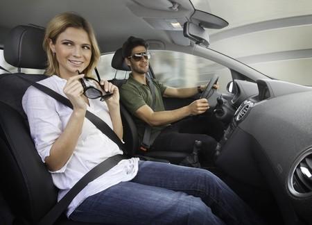 Para tu niño que ya conduce: ¿Qué debe tener (y qué no) el primer auto para tu hijo?