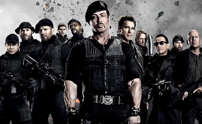 Imagen con el cartel de 'Los Mercenarios 2'