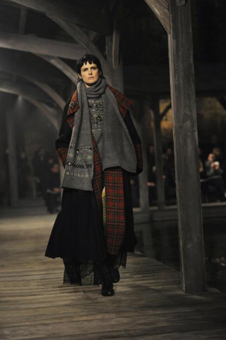 Chanel Pre-Fall 2013: Karl Lagerfeld recupera la inspiración en Escocia, recupera el gusto