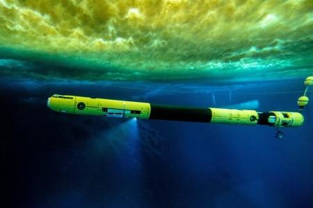 """Acabamos de meter este submarino robótico en las entrañas del Thwaites, el glaciar """"más peligroso"""" del mundo"""