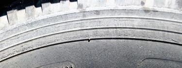 ¿Cómo de peligroso es conducir con ruedas viejas?
