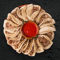 Tacos de chamorro adobado. Receta mexicana tradicional