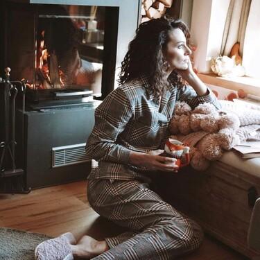 Pijamas de seda, conjuntos de encaje y jerséis de cashmere para vestirnos por dentro (y por fuera) en las rebajas de Intimissimi