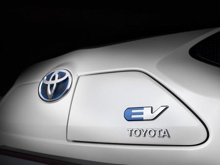 Toyota no espera superar los 500 kilómetros de autonomía para el coche eléctrico en diez años