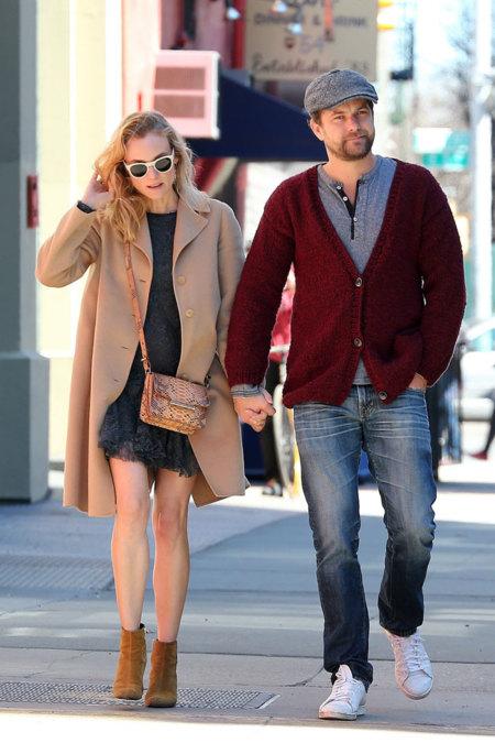 Llegó el momento de las botas + un look en corto: el street style tiene pareja ganadora