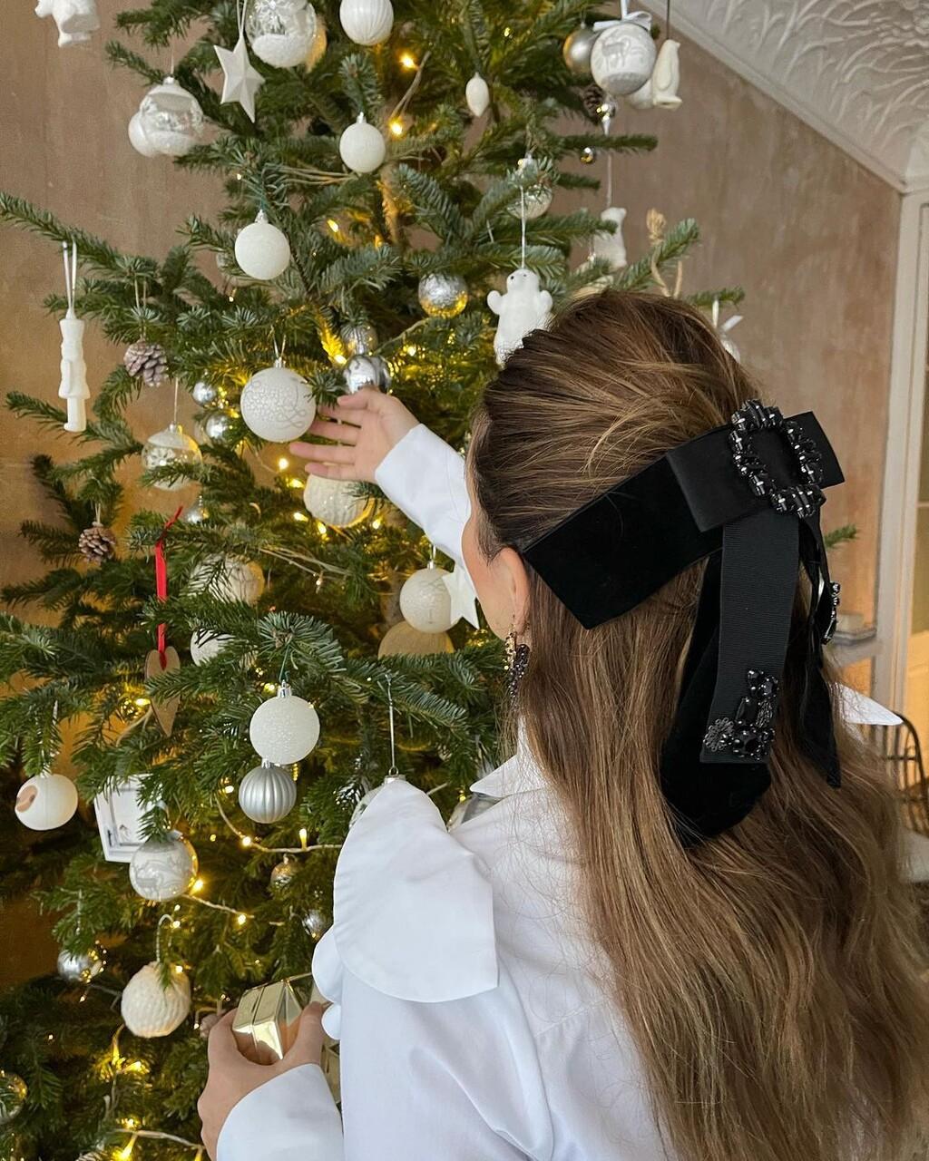 Si todavía no sabes cómo vestir tu melena estas Navidades 2020, los lazos pueden ser una buena idea: cinco diseños para la ocasión