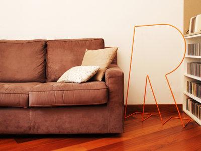 No coloques la ropa en una silla, busca tu letra favorita en versión galán de noche