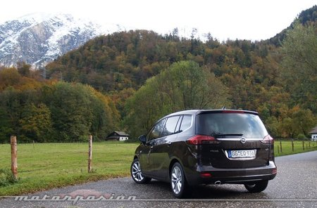 Opel-Zafira-Tourer-05