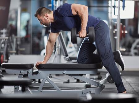 Los cinco puntos clave para realizar el remo con mancuerna de forma correcta y estimular al máximo la musculatura de tu espalda