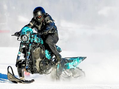 Siete prendas de moto que te salvarán de la hipotermia en un viaje invernal extremo