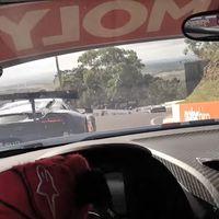 A 200 km/h a fondo y entre muros, así juegan los más de 359.000 € del Audi R8 LMS en Bathurst