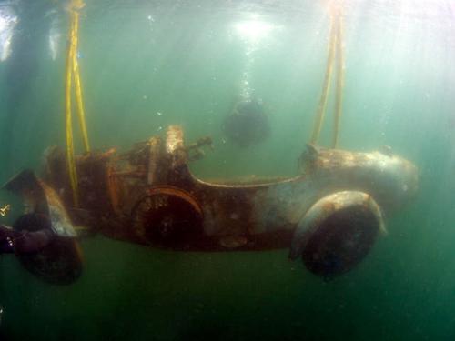 Este Bugatti Type 22 Brescia Roadster pasó 75 años sumergido en un lago italiano