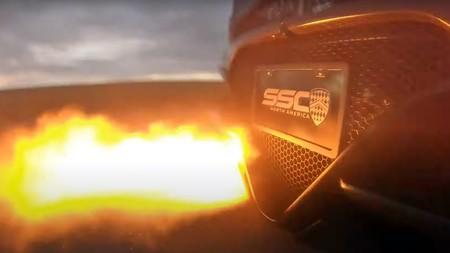 ¡On fire! Así de espectaculares son los 100 milisegundos entre cambios de marcha del SSC Tuatarada de 1.775 CV