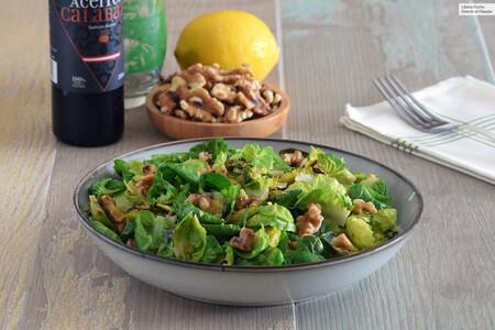 Salteado de coles de Bruselas con nueces y limón: receta de guarnición saludable para reconciliarte con esta verdura