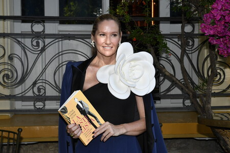 Fiona Ferrer se marca un Candela Peña y luce el mismo bañador para la presentación de su nuevo libro