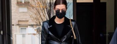 Hailey Bieber-Baldwin o cómo recordar el vestuario de Matrix siguiendo las tendencias del momento