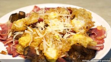 Huevos de codorniz con jamón y setas. Receta
