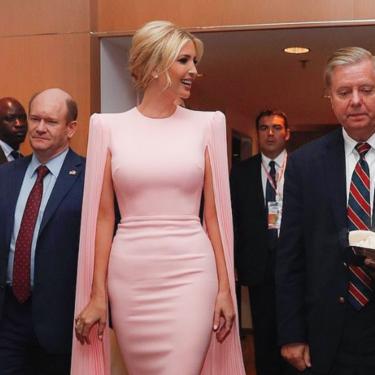 Ivanka Trump luce el vestido rosa perfecto para las bodas de primavera, Doña Letizia ya llevó uno parecido y arrasó