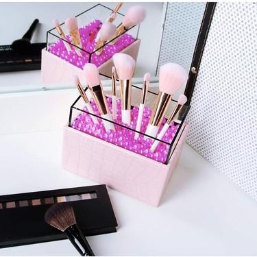 Siete organizadores de brochas de maquillaje con mucho estilo para tener todo a mano y presumir de tocador