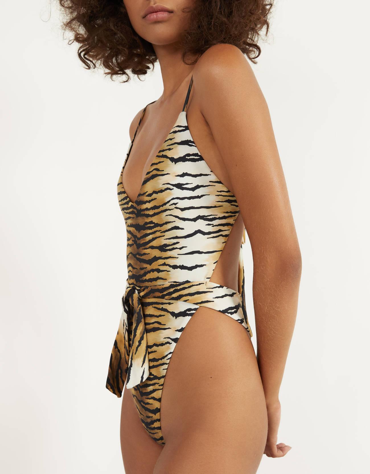 Bañador con estampado tigre