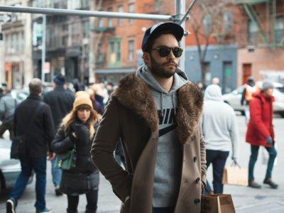 La última tendencia de moda es convertirse en el abominable hombre de las nieves y cubrirte con pieles