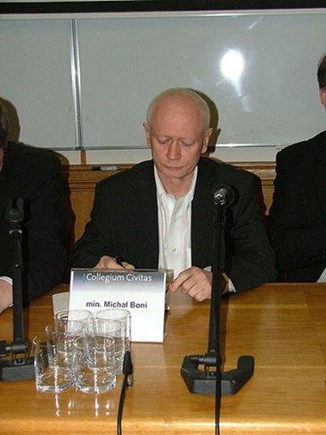 El ministro polaco que desafía al gobierno por la firma del #ACTA advierte de un conflicto con la generación 2.0