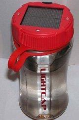 Linterna y botella en un solo gadget