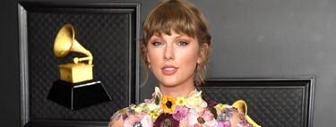 Con un recogido romántico y un maquillaje dulce pone el listón muy alto Taylor Swift en los Premios Grammy 2021