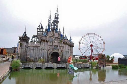 Dismaland: el efímero parque temático alternativo de Bansky