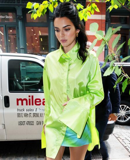 El verde neón es perfecto para un look de fiesta. Palabra de Kendall Jenner