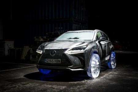 Video: ¿Cómo manejarías este Lexus NX con llantas hechas de hielo?