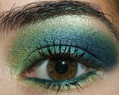 Look de fiesta, ojos en verde y azul