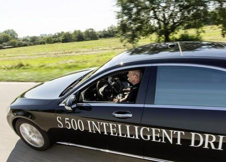 Los fabricantes de automóviles alemanes a favor de la caja negra en los coches autónomos