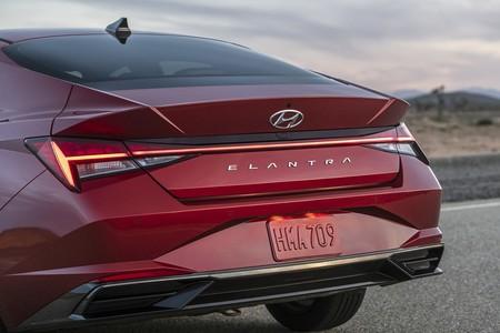 Hyundai Elantra 2020 005