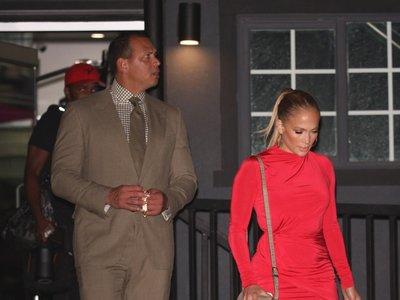 Este es, posiblemente, el vestido más sexy y favorecedor a la vez que hemos visto a Jennifer Lopez y sólo cuesta 145 euros