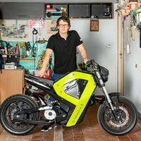 Con piezas impresas en 3D y por 3.300 euros: así es la primera moto eléctrica hecha en Polonia