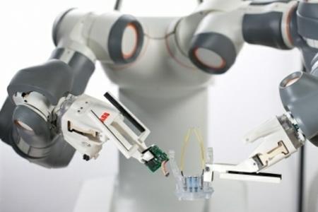 Las futuras cámaras de Canon las fabricarán robots