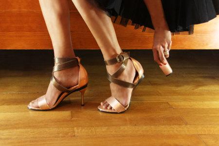 Estos zapatos cambian de tacón según tus necesidades y estilo 062c9abc640e