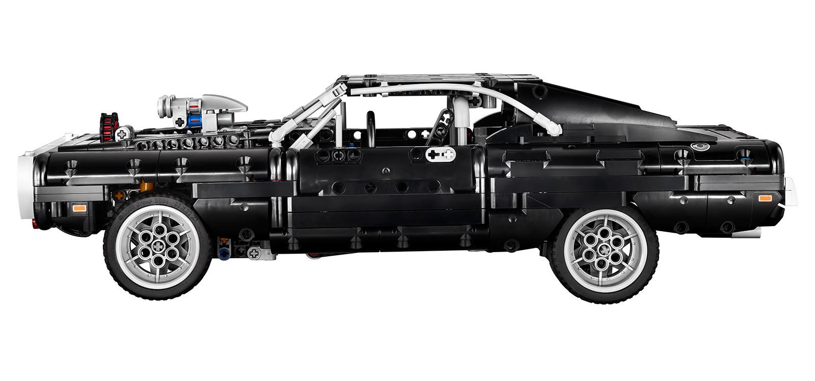 Foto de LEGO Technic Dom's Dodge Charger (15/18)
