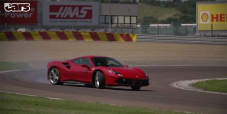 Chris Harris, el Ferrari 488 GTB y un vídeo que no te debes perder