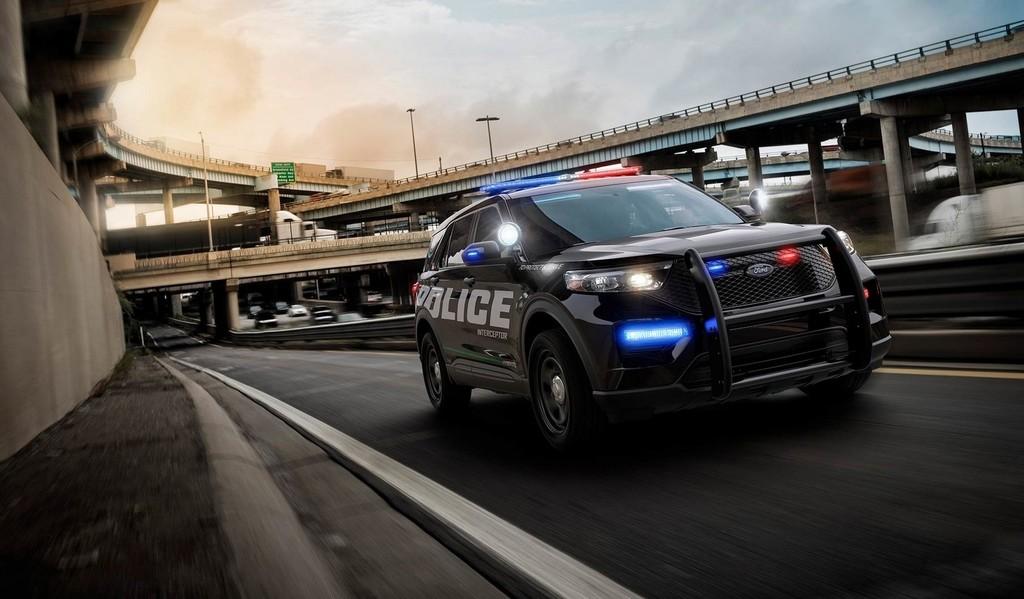 Los coches de policía de Ford tienen software con