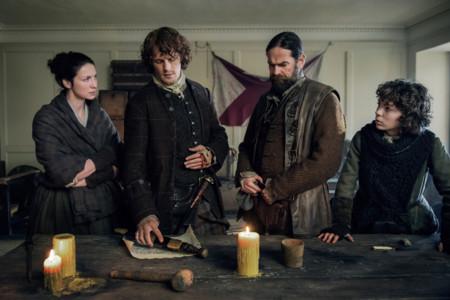 'Outlander' juega con el tiempo en un intenso final de temporada