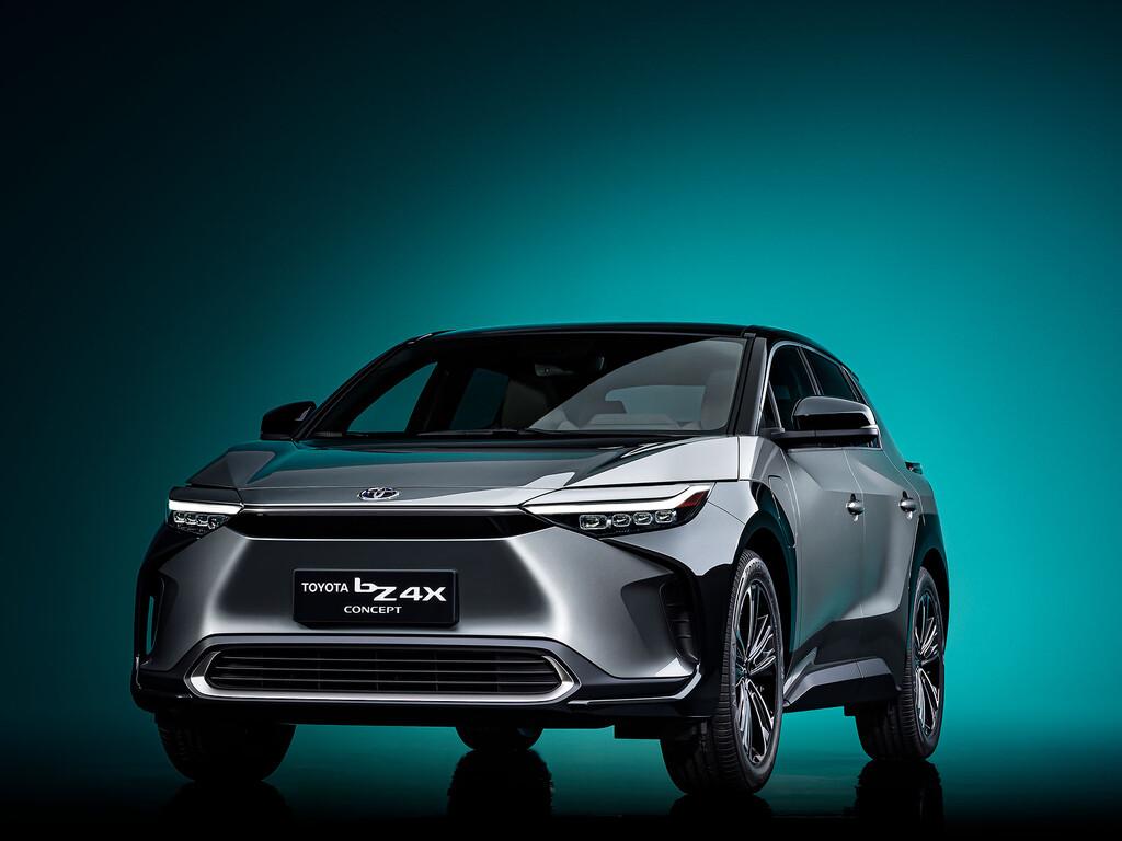 El Toyota bZ4X es el primer SUV 100% eléctrico de Toyota y dispone de un sistema auxiliar de carga solar