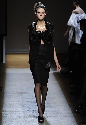 Foto de Yves Saint Laurent, Primavera-Verano 2010 en la Semana de la Moda de París (15/17)
