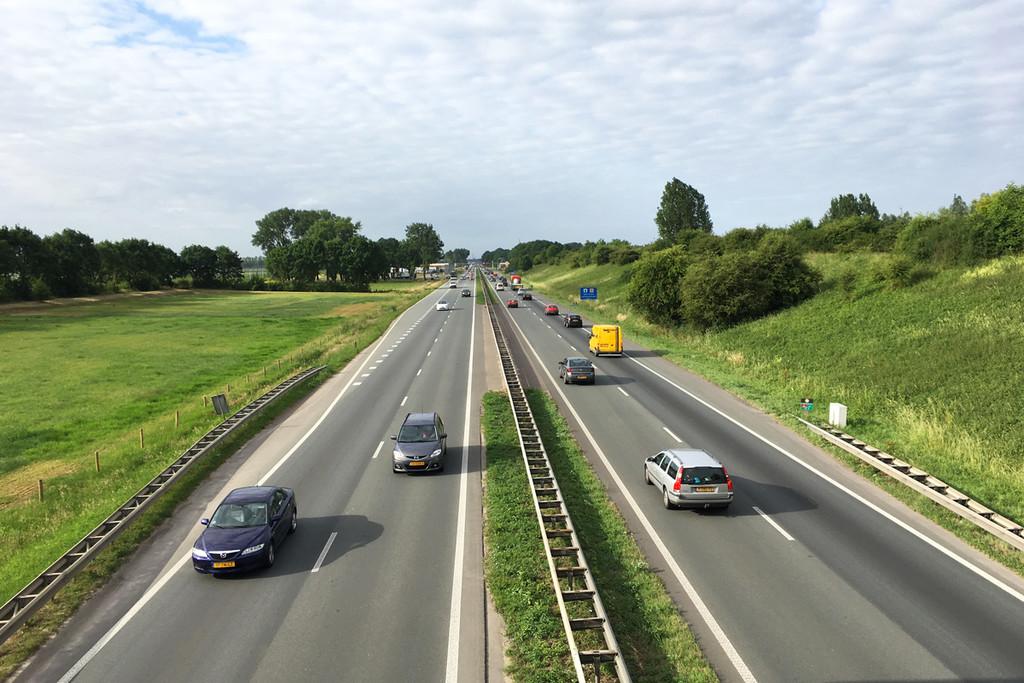 Límite de velocidad a 100 km/h durante el día: el plan de Países Bajos para reducir la contaminación