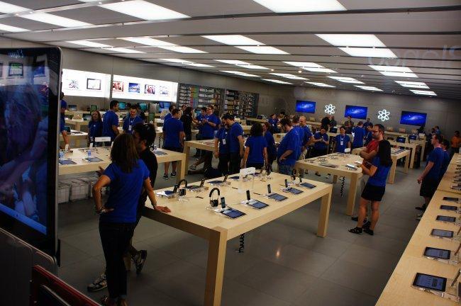 Momentos antes de la apertura de la tienda de Parquesur en su inauguración