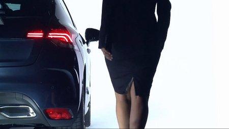 Cómo ponerse el cinturón de seguridad (sin ropa), según Citroën