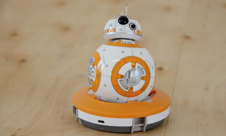 Robot bb-8 en su base