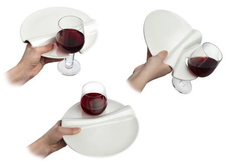 Un plato especial para catering que te sujeta la copa